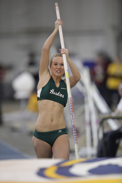 Windsor, Ontario ---13/03/09--- \cisSaskatchewan\ competes in the pole vault at the CIS track and field championships in Windsor, Ontario, March 13, 2009..GEOFF ROBINS Mundo Sport Images
