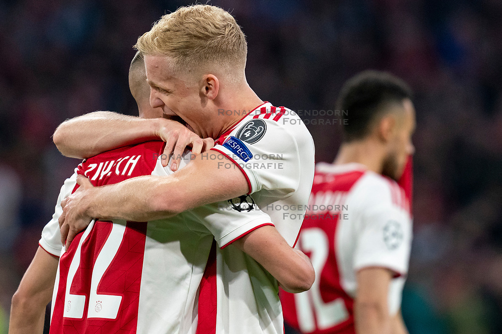 08-05-2019 NED: Semi Final Champions League AFC Ajax - Tottenham Hotspur, Amsterdam<br /> After a dramatic ending, Ajax has not been able to reach the final of the Champions League. In the final second Tottenham Hotspur scored 3-2 / Hakim Ziyech #22 of Ajax scores 2-0, Donny van de Beek #6 of Ajax