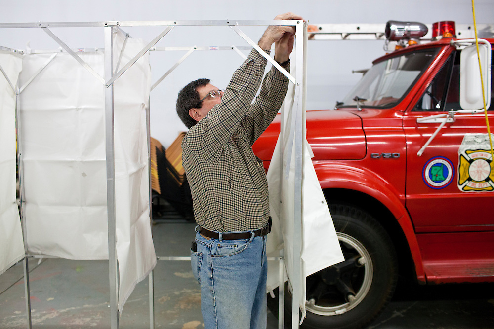 David Rienzo assembles a voting booth for primary voting at the Grafton Fire Station on Tuesday, January 10, 2012 in Grafton, NH. Brendan Hoffman for the New York Times