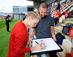 NEWPORT, WALES - Thursday, August 30, 2018: Wales' Jessica Fishlock signs an autograph for a supporter after a training session at Rodney Parade ahead of the final FIFA Women's World Cup 2019 Qualifying Round Group 1 match against England. (Pic by David Rawcliffe/Propaganda)