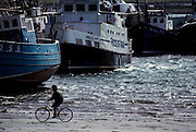 Aran Island: Inishmore, the harbour. The islands attracted artists, writers and film makers. Robert Flaherty's film Man of Aran (1934) made the islands known to a worldwide audience.