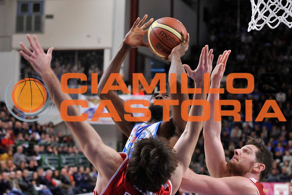 DESCRIZIONE : Campionato 2014/15 Dinamo Banco di Sardegna Sassari - Giorgio Tesi Group Pistoia<br /> GIOCATORE : Shane Lawal<br /> CATEGORIA : Tiro Penetrazione<br /> SQUADRA : Dinamo Banco di Sardegna Sassari<br /> EVENTO : LegaBasket Serie A Beko 2014/2015<br /> GARA : Dinamo Banco di Sardegna Sassari - Giorgio Tesi Group Pistoia<br /> DATA : 01/02/2015<br /> SPORT : Pallacanestro <br /> AUTORE : Agenzia Ciamillo-Castoria / Luigi Canu<br /> Galleria : LegaBasket Serie A Beko 2014/2015<br /> Fotonotizia : Campionato 2014/15 Dinamo Banco di Sardegna Sassari - Giorgio Tesi Group Pistoia<br /> Predefinita :
