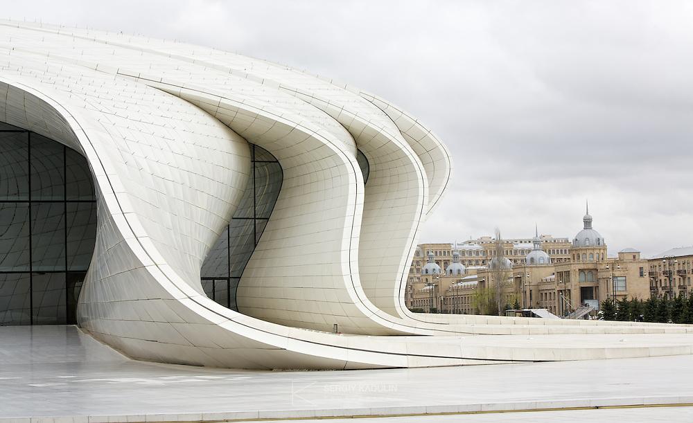 Фотосъемка деталей архитектурного сооружения. Контраст архитектурных стилей. Баку.