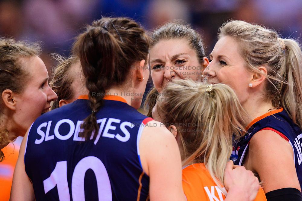 12.06.2018, Porsche Arena, Stuttgart<br /> Volleyball, Volleyball Nations League, Türkei / Tuerkei vs. Niederlande<br /> <br /> Nicole Koolhaas (#22 NED), Lonneke Sloetjes (#10 NED), Anne Buijs (#11 NED), Kirsten Knip (#1 NED), Laura Dijkema (#14 NED)<br /> <br /> Foto: Conny Kurth / www.kurth-media.de
