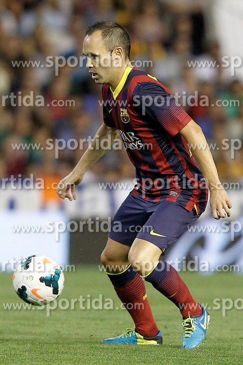 01.09.2013, Mestalla Stadion, Valencia, ESP, Primera Division, FC Valencia vs FC Barcelona, 3. Runde, im Bild FC Barcelona's Andres Iniesta // during the Spanish Primera Division 3rd round match between Valencia CF and Barcelona FC at the Mestalla Stadium, Valencia, Spain on 2013/09/01. EXPA Pictures &copy; 2013, PhotoCredit: EXPA/ Alterphotos/ Acero<br /> <br /> ***** ATTENTION - OUT OF ESP and SUI *****