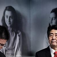 Novum:Nederland:Amsterdam , 23 maart 2014.<br /> De Japanse premier Shinzo Abe is zondagmiddag aangekomen bij het Anne Frank Huis in Amsterdam. Abe besloot het museum aan de Prinsengracht te bezoeken in verband met de vernieling van honderden boeken van en over Anne Frank in Tokyo vorige maand.<br /> De Japanse premier is in Nederland vanwege de top over nucleaire beveiliging die maandag en dinsdag plaatsvindt in Den Haag.<br /> Japanese Prime Minister Shinzo Abe visited the Anne Frank House in Amsterdam. Abe decided to visit the museum in connection with the destruction of hundreds of books by and about Anne Frank in Tokyo last month.'<br /> <br /> The Prime Minister is one of the paricipants of the Nuclear Security Summit in The Hague the Netherlands is hosting.<br /> Foto:Jean-Pierre Jans