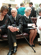 Victoria Glendinning, the Duke of Devonshire and the Duchess of Devonshire. The Queen's celebration of the Arts. Royal Academy. 16 May 2002. © Copyright Photograph by Dafydd Jones 66 Stockwell Park Rd. London SW9 0DA Tel 020 7733 0108 www.dafjones.com