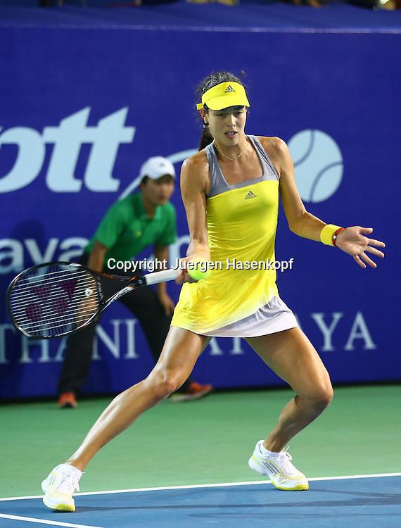 PTT Pattaya Open 2013,WTA Tennis Turnier,. International Series, Dusit Resort in Pattaya,.Thailand , Ana Ivanovic (SRB).,Aktion,Einzelbild,Ganzkoerper,Hochformat,