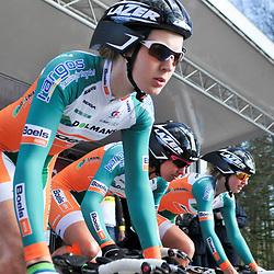 Energiewacht Tour 2012 TTT Veendam-Nw Pekela Laura van der Kamp vertrekt met de Dolmans-Boels ploeg voor de ploegentijdrit