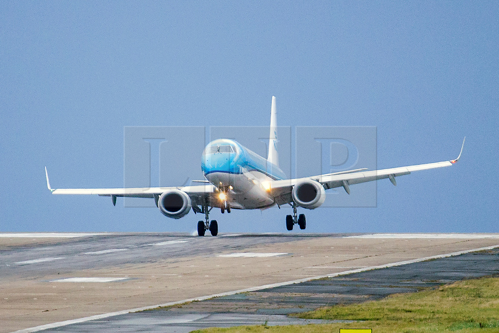© Licensed to London News Pictures. 14/11/2019. Leeds UK. A KLM aircraft arriving from Amsterdam struggles to land in strong winds at Leeds Bradford Airport this morning as the UK braces for more bad weather. Photo credit: Andrew McCaren/LNP