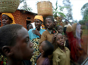 Burundi local community. 27 october 2004. ONUB/Martine Perret