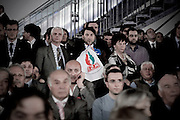 ROMA. UN DELEGATO AL PRIMO CONGRESSO NAZIONALE DEL PARTITO DEL POPOLO DELLA LIBERTA' MOSTRA LA BANDIERA CON IL SIMBOLO DEL MOVIMENTO SOCIALE ITALIANO PER LA DESTRA NAZIONALE