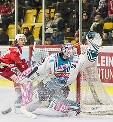 02.03.2018, Stadthalle, Klagenfurt, AUT, EBEL, EC KAC vs EHC Liwest Black Wings Linz, 9. Runde Plazierungsrunde, im Bild Manuel Ganahl (EC KAC, #17), Michael Ouzas (EHC Liwest Black Wings Linz, #29) // during the Erste Bank Eishockey League 9th placement round match between EC KAC vs EHC Liwest Black Wings Linz at the City Hall in Klagenfurt, Austria on 2018/003/02. EXPA Pictures © 2018, PhotoCredit: EXPA/ Gert Steinthaler