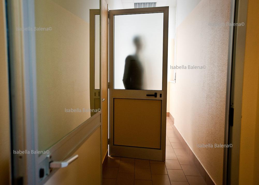Milano, Matteo Ferri (Varese 1986) affetto da colangite sclerosante, in attesa di trapianto al fegato, attende una visita di controllo