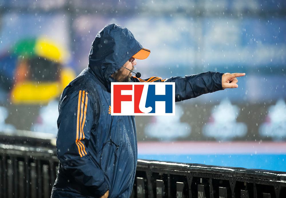BHUBANESWAR - bondscoach Max Caldas (Ned) tijdens de Hockey World League Finals , de wedstrijd om de 7e plaats, Engeland-Nederland (0-1).   COPYRIGHT KOEN SUYK