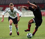 n/z.: Tomasz Sokolowski (nr7-Legia) , Luis Swisher (nr13-Polonia) podczas meczu ligowego Legia Warszawa (biale-czarne) - Polonia Warszawa (czarne) 1:0 , I liga polska , 8 kolejka sezon 2005/2006 , pilka nozna , Polska , Warszawa , 23-09-2005 , fot.: Adam Nurkiewicz / mediasport..Tomasz Sokolowski (nr7-Legia) , Luis Swisher (nr13-Polonia) fight for  the ball during Polish league first division soccer match in Warsaw. September 23, 2005 ; Legia Warszawa (white-black) - Polonia Warsaw (black) 1:0 ; 8 round season 2005/2006 , football , Poland , Warsaw ( Photo by Adam Nurkiewicz / mediasport )