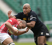 2006, Powergen Cup, Twickenham, Wasps Ali McKenzie, get's a hold on Scalets, Gavin Thomas as London Wasps vs Llanelli Scarlets, ENGLAND, 09.04.2006, 2006, , © Peter Spurrier/Intersport-images.com.   [Mandatory Credit, Peter Spurier/ Intersport Images].