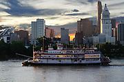 Cincinnati, Ohio skyline at sunset.