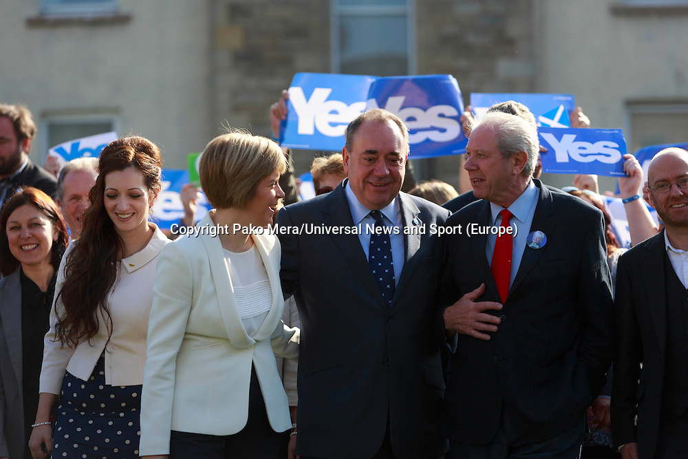 "First Minister Alex Salmond and Deputy First Minister. Nicola Sturgeon join with figures from across the Yes movement. <br /> They  ""campaign for the full powers that only a Yes vote can guarantee"". Amongst other members of the grassroots campaign they  <br /> join Jim Sillars and the Margo mobile, which has been touring communities of Scotland.<br /> Pako Mera/Universal News And Sport (Europe) 10/09/2014"