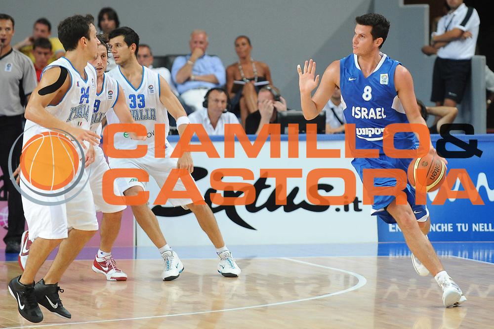 DESCRIZIONE : Bari Qualificazioni Europei 2011 Italia Israele<br /> GIOCATORE : Guy Pnini<br /> SQUADRA : Nazionale Israele<br /> EVENTO : Qualificazioni Europei 2011<br /> GARA : Italia Israele<br /> DATA : 02/08/2010<br /> CATEGORIA : palleggio<br /> SPORT : Pallacanestro <br /> AUTORE : Agenzia Ciamillo-Castoria/GiulioCiamillo<br /> Galleria : Fip Nazionali 2010 <br /> Fotonotizia : Bari Qualificazioni Europei 2011 Italia Israele<br /> Predefinita :