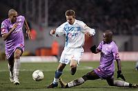Fotball<br /> Frankrike 2004/05<br /> Toulouse v Olympique Marseille<br /> 29. januar 2005<br /> Foto: Digitalsport<br /> NORWAY ONLY<br /> BENOIT PEDRETTI (OM) / EDUARDO SILVA / ACHILLE EMANA (TOU)