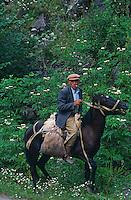 Armenie, région de Tavouch, Haghartzin, homme à cheval. // Armenia, Tavouch province, Haghartzin, Horsman.