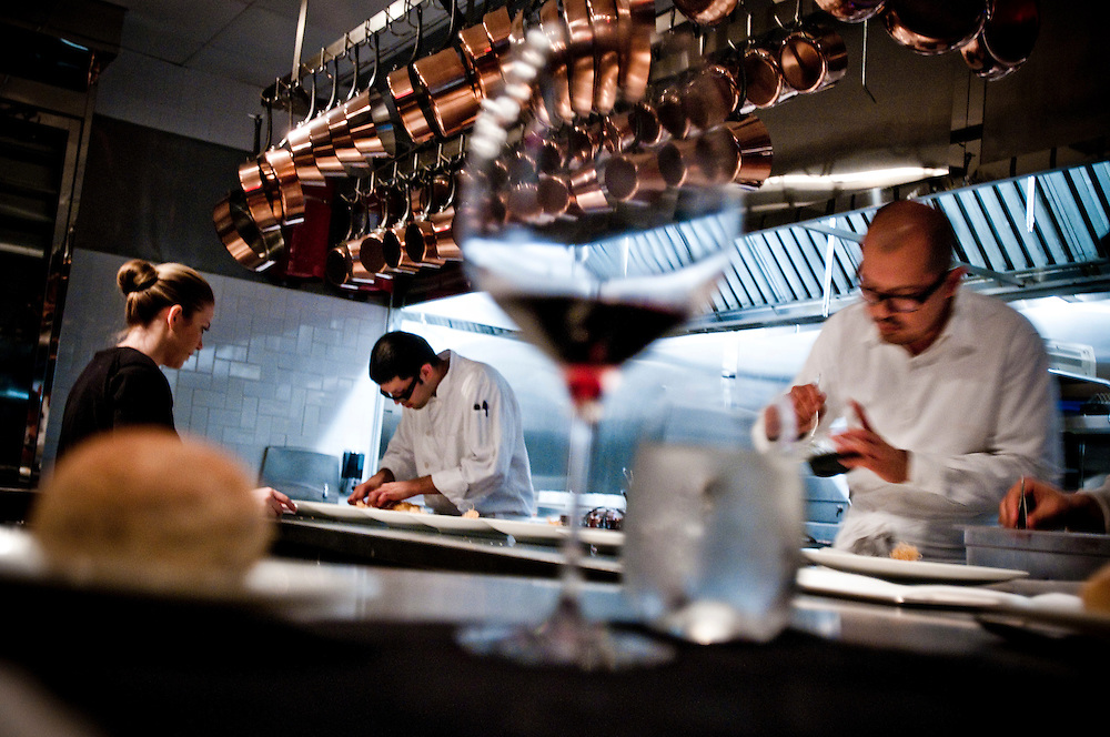 "The Kitchen at Brooklyn Fare..Chef César Ramirez cooking in front of dinner guests at the Brooklyn restaurant ""The Kitchen at Brooklyn Fare""....Photographer: Chris Maluszynski /MOMENT"