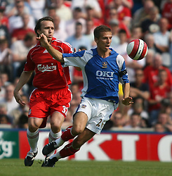 Portsmouth, England: Saturday, April 28, 2007: Liverpool's Boudewijn Zenden and Portsmouth's Gary O'Neil during the Premiership match at Fratton Park (Pic by Chris Ratcliffe/Propaganda)