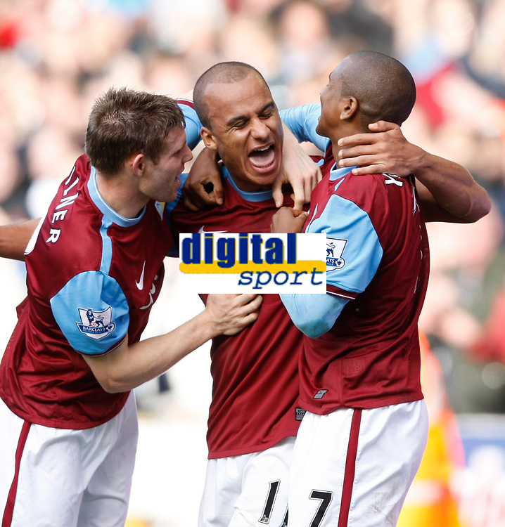 Photo: Steve Bond/Richard Lane Photography. Wolverhampton Wanderers v Aston Villa. Barclays Premiership 2009/10. 24/10/2009. Gabriel Agbonlahor (C) with Asley Young (R) and James Milner (L)