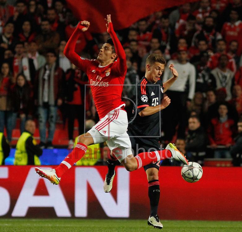 Carcela Gonzalez do Benfica(E) e Joshua Kimmich  do Bayern de Munique, durante partida válida pelo jogo de volta das quartas de final da Liga dos Campeões da Uefa no Estádio da Luz, na noite desta quarta-feira(13) em Lisboa. Foto: Nuno Guimarães/FramePhoto