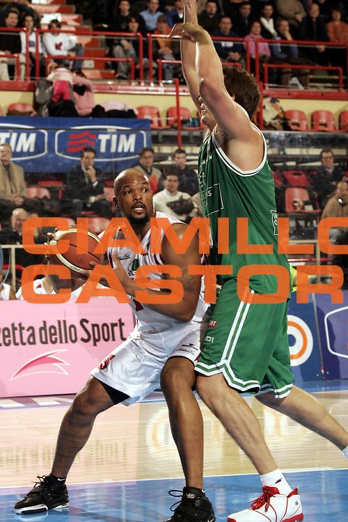 DESCRIZIONE : FORLI  FINAL 8 COPPA ITALIA LEGA A1 2005<br />GIOCATORE : NOLAN<br />SQUADRA : CASTI GROUP VARESE<br />EVENTO : FINAL 8 COPPA ITALIA LEGA A1 2005<br />GARA : BENETTON TREVISO-CASTI GROUP VARESE<br />DATA : 17/02/2005<br />CATEGORIA : Tiro<br />SPORT : Pallacanestro<br />AUTORE : AGENZIA CIAMILLO &amp; CASTORIA/P.Lazzeroni