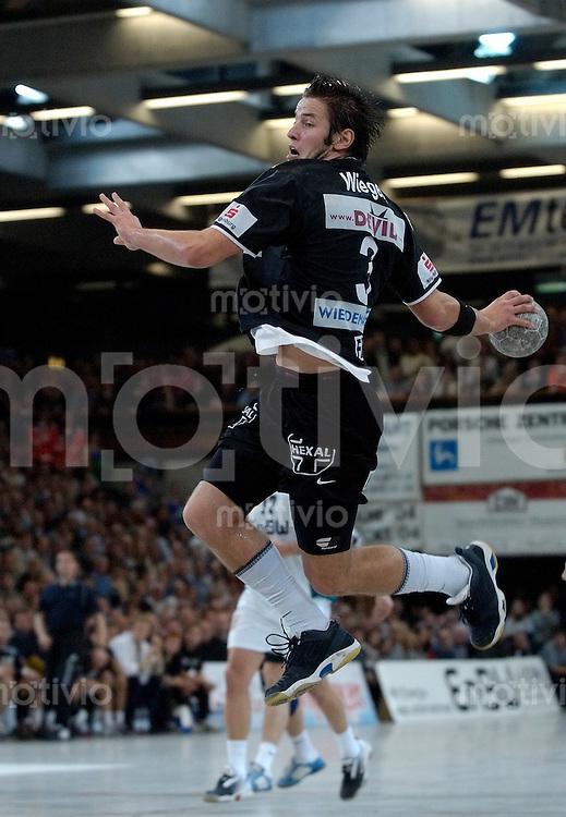 Handball Herren 1.Bundesliga 2003/2004 Goeppingen (Germany) FrischAuf! Goeppingen - SC Magdeburg (34:37) Bennet Wiegert (SCM) im Sprungwurf