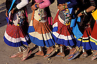 Nepal - Region du Teraï - Ethnie Rana Tharu - Danse pour la fête de Holi