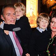 NLD/Amsterdam/20111222 - Wintercircus 2011 Carre, Eelco Brinkman, partner Janneke Salentijn en kleinkinderen