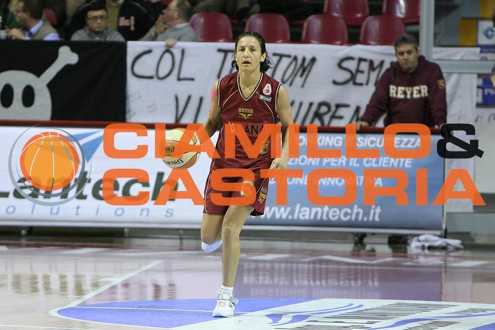 DESCRIZIONE : Venezia LBF Umana Reyer Venezia Famila Schio<br /> GIOCATORE : Mariangela Cirone<br /> SQUADRA : Umana Reyer Venezia<br /> EVENTO : Campionato Lega Basket Femminile A1 2009-2010<br /> GARA : Umana Reyer Venezia Famila Schio<br /> DATA : 13/12/2009 <br /> CATEGORIA : Palleggio<br /> SPORT : Pallacanestro <br /> AUTORE : Agenzia Ciamillo-Castoria/G.Contessa<br /> Galleria : Lega Basket Femminile 2009-2010<br /> Fotonotizia : Venezia LBF  Umana Reyer Venezia Famila Schio<br /> Predefinita :