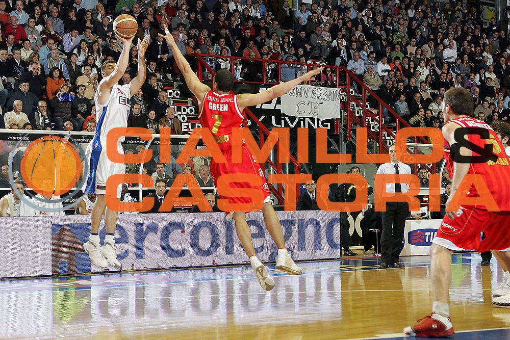 DESCRIZIONE : Napoli Lega A1 2006-07 Eldo Napoli Armani Jeans Olimpia Milano <br /> GIOCATORE : Malaventura<br /> SQUADRA : Eldo Napoli<br /> EVENTO : Campionato Lega A1 2006-2007 <br /> GARA : Eldo Napoli Armani Jeans Olimpia Milano <br /> DATA : 14/01/2007 <br /> CATEGORIA : Tiro<br /> SPORT : Pallacanestro <br /> AUTORE : Agenzia Ciamillo-Castoria/A.De Lise <br /> Galleria : Lega Basket A1 2006-2007 <br /> Fotonotizia : Napoli Campionato Italiano Lega A1 2006-2007 Eldo Napoli Armani Jeans Olimpia Milano <br /> Predefinita :