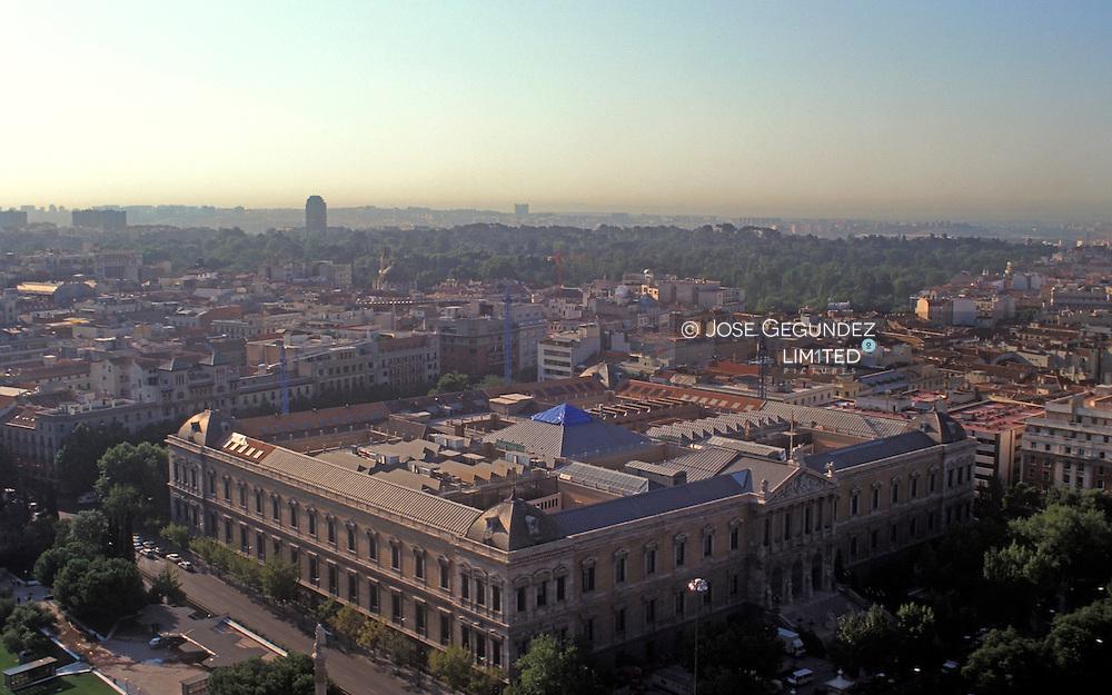 MADRID DESDE LA TORRE DE COLON. VISTA DEL EDIFICIO LA BIBLIOTECA NACIONAL