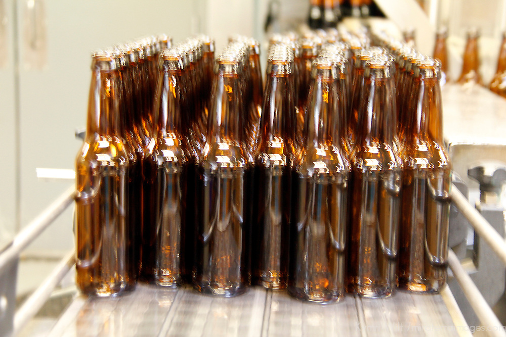 USA, Colorado, Idaho Springs. Beer Bottling process at Tommyknocker Micrbrewery.