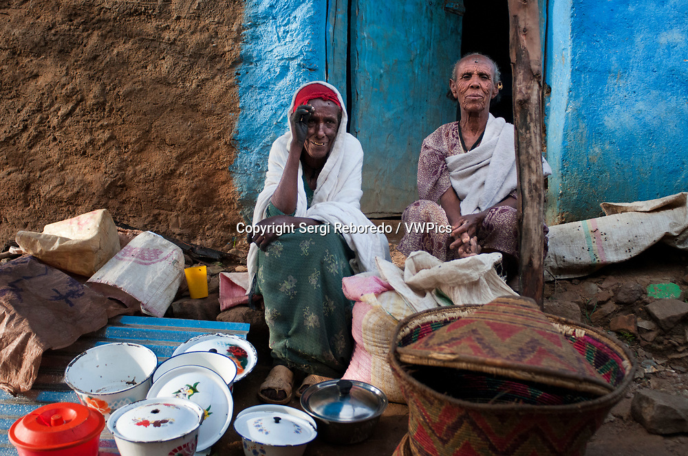 Hawzen town, Eastern Tigray, Ethiopia. Celebration birth in the village of Hawzen, in the absence of the Gheralta mountains. The parties in these cases are usually numerous and often includes the whole town. Inerera and homemade beer are usually present.