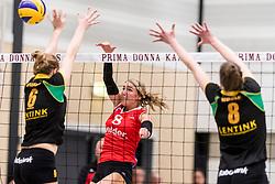 17-03-2018 NED: Prima Donna Kaas Huizen - VC Sneek, Huizen<br /> PDK verliest kansloos met 3-0 van Sneek / Sietske Osinga #8, Kirsten Sparnaay #6 of PDK Huizen