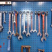 Nederland, Ijmuiden , 28 april 2010..1 van de vele gereedschaprekken in op de werkplaats van Cofely...Cofely levert innovatieve, state-of-the-art oplossingen in de werktuigbouw, elektrotechniek en automatisering voor de industrie. .Cofely provides innovative, state-of-the-art solutions in mechanical, electrical and automation industry.