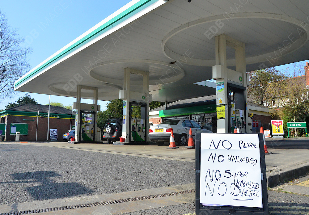 30.MARCH.2012. LONDON<br /> <br /> STANMORE PETROL STATION OUT OF PETROL DUE TO PANIC BUYERS.<br /> <br /> BYLINE: EDBIMAGEARCHIVE.COM<br /> <br /> *THIS IMAGE IS STRICTLY FOR UK NEWSPAPERS AND MAGAZINES ONLY*<br /> *FOR WORLD WIDE SALES AND WEB USE PLEASE CONTACT EDBIMAGEARCHIVE - 0208 954 5968*