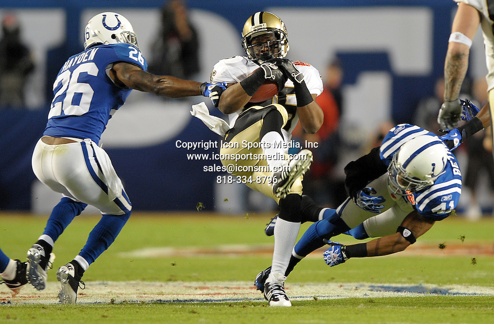 Feb. 07, 2010 - Miami Gardens, FL - Florida, USA - United States -   New Orleans Saints running back Reggie Bush gains 17 yards during the first quarter of Super Bowl XLIV at Sun Life Stadium, Sunday.
