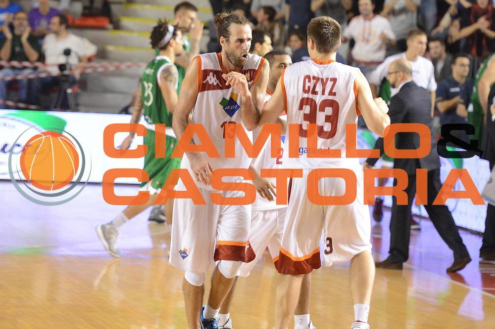 DESCRIZIONE : Roma Lega A 2012-13 Acea Roma Montepaschi Siena <br /> GIOCATORE : Luigi Datome<br /> CATEGORIA : esultanza<br /> SQUADRA : Acea Roma<br /> EVENTO : Campionato Lega A 2012-2013 <br /> GARA : Acea Roma Montepaschi Siena <br /> DATA : 12/11/2012<br /> SPORT : Pallacanestro <br /> AUTORE : Agenzia Ciamillo-Castoria/GiulioCiamillo<br /> Galleria : Lega Basket A 2012-2013  <br /> Fotonotizia :  Roma Lega A 2012-13 Acea Roma Montepaschi Siena <br /> Predefinita :