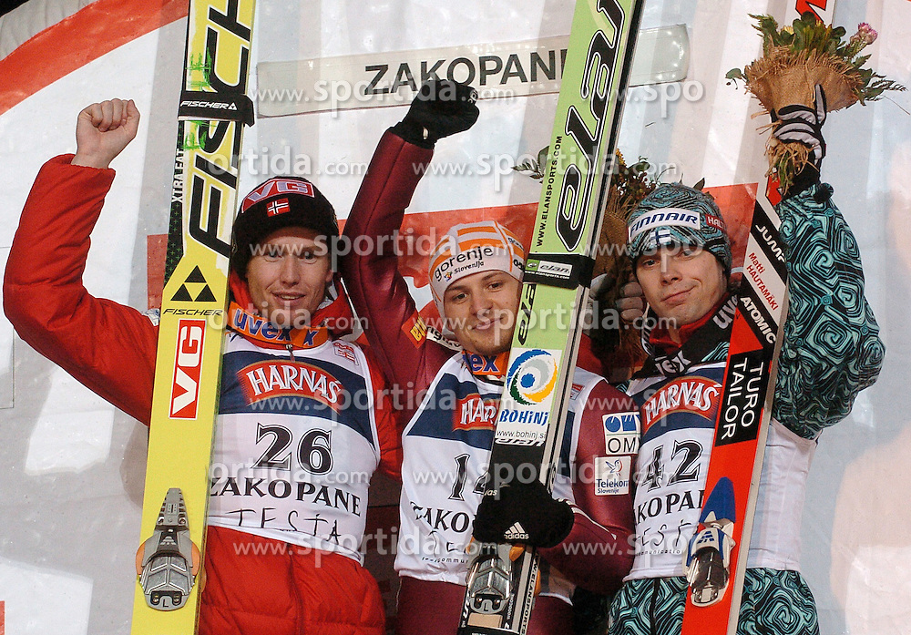 n/z.: Drugie miejsce (R) Roar Ljoekelsoey (nr26-Norwegia), zwyciezca (C) Rok Urbanc (nr14-Slowenia), trzecie miejsce (R) Matti Hautamaeki (nr42-Finlandia) podczas konkursu Pucharu Swiata w skokach narciarskich w Zakopanem.  Puchar Swiata skoki narciarskie , Polska , Zakopane , 20-01-2007 , fot.: Adam Nurkiewicz / mediasport..second place (R) Roar Ljoekelsoey (nr26-Norway), winner (C) Rok Urbanc (nr14-Slovenia), third place (R) Matti Hautamaeki (nr42-Finland) during competition ski jumping FIS World Cup in Zakopane in Poland. January 20, 2007 ;  ski jumping ; Poland , Zakopane ( Photo by Adam Nurkiewicz / mediasport )