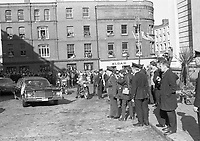 American President Richard Nixon's Motor Cavalcade passing by City Hall, The Egg throwing incident, circa October 1970 (Part of the Independent Newspapers Ireland/NLI Collection).