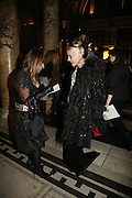 Hillary Alexander and Daphne Guinness, The British Fashion Awards  2006 sponsored by Swarovski . Victoria and Albert Museum. 2 November 2006. ONE TIME USE ONLY - DO NOT ARCHIVE  © Copyright Photograph by Dafydd Jones 66 Stockwell Park Rd. London SW9 0DA Tel 020 7733 0108 www.dafjones.com