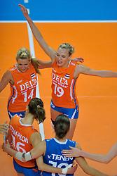 30-10-2011 VOLLEYBAL: NEDERLAND - BELGIE: ZWOLLE <br /> Nederland wint de tweede oefenwedstrijd met 3-2 van Belgie / Laura Dijkema, Judith Pietersen<br /> ©2011-WWW.FOTOHOOGENDOORN.NL