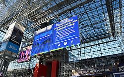30-10-2015 USA: NYC Marathon We Run 2 Change Diabetes day 2, New York<br /> Na Expo met de groep op de fiets NY verkennen / Expo hal, inschrijving, boarding