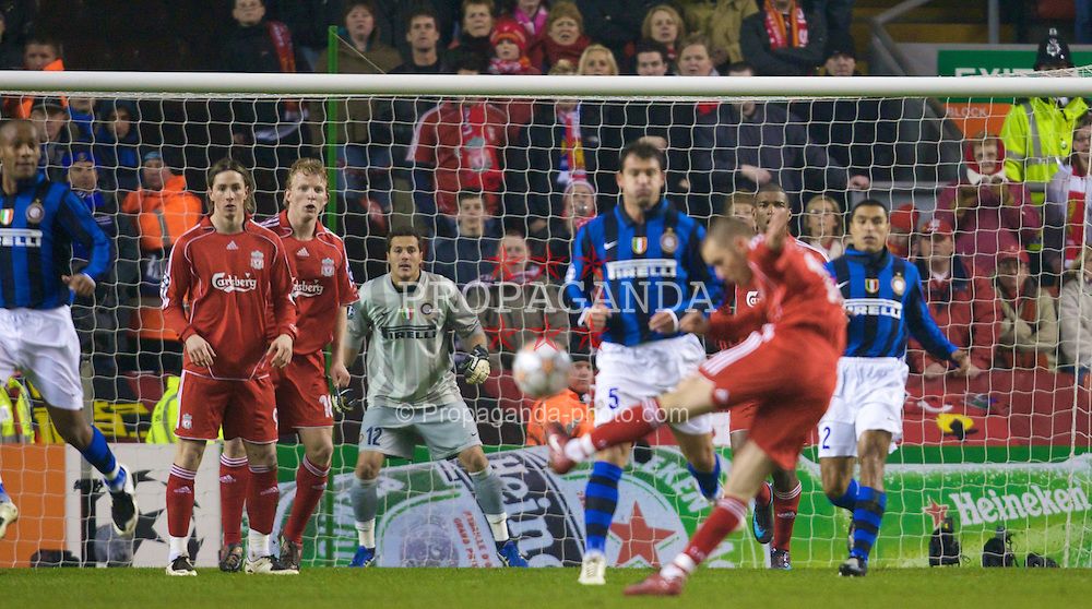LIVERPOOL, ENGLAND - Tuesday, February 19, 2008: FC Internazionale Milano's goalkeeper Ju?lio Cesar faces a shot from fellow Brazilian Liverpool's Fabio Aurelio during the UEFA Champions League First Knockout Round 1st Leg match at Anfield. (Photo by David Rawcliffe/Propaganda)
